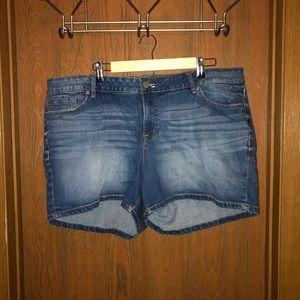 Gently used sz 24 Torrid Medium Wash Denim Shorts
